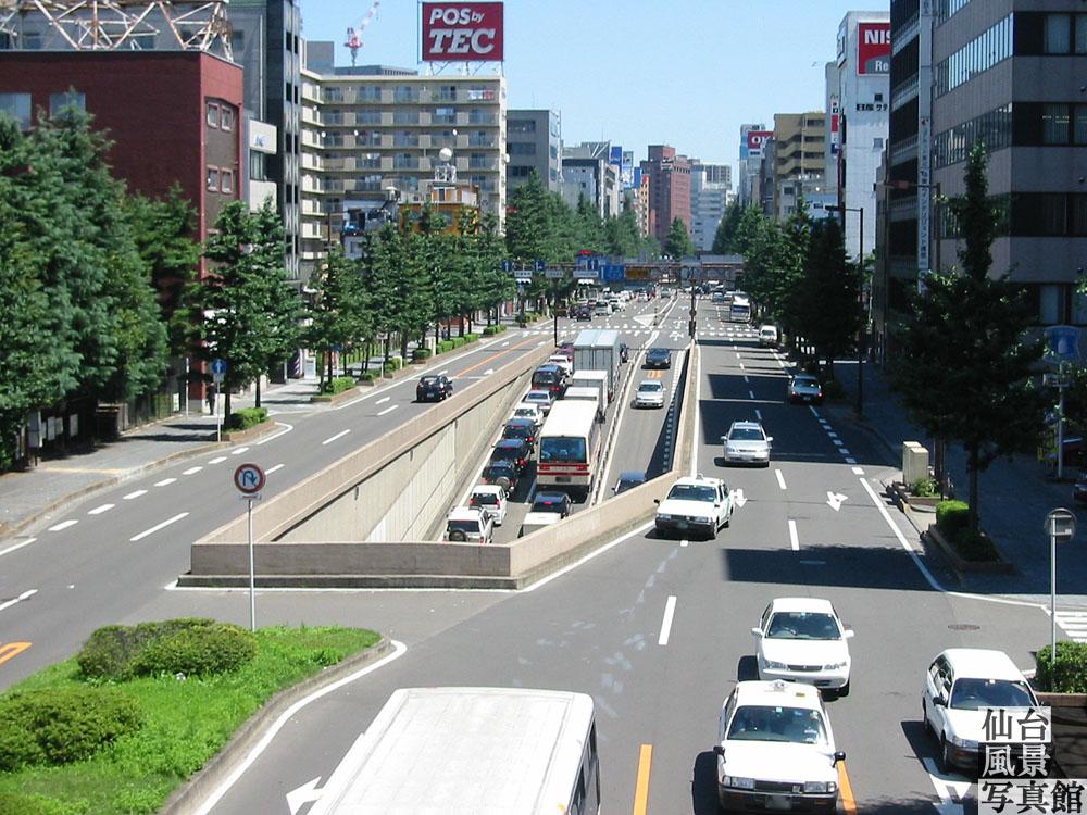平成懐かし写真・広瀬通と西公園通交差点の歩道橋から見た東側・2001(平成13年)8月撮影